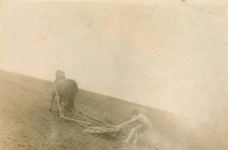 Боронование земли в деревне Малькан