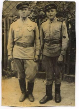 А.Бушков  и его товарищ